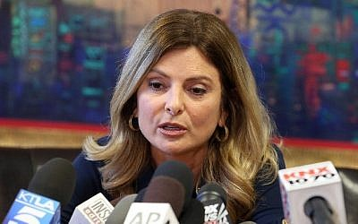 Attorney Lisa Bloom announces the cancellation of a press conference for Trump accuser 'Jane Doe' in Woodland Hills, California, November 2, 2016.  (Frederick M. Brown/Getty Images/AFP)