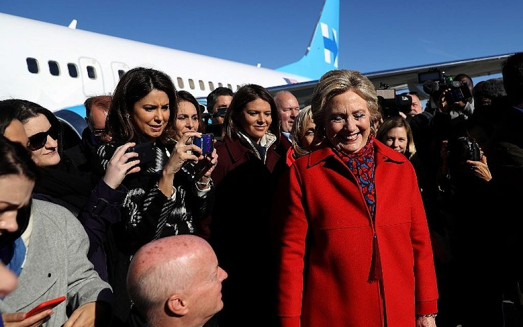Members of the traveling press surround Democratic presidential nominee Hillary Clinton before she boards her campaign plane at Westchester County Airport on November 7, 2016 in White Plains, New York. (Justin Sullivan/Getty Images/AFP)