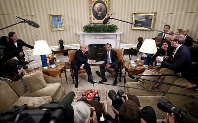 US President Barack Obama (R) shakes hands with President-elect Donald Trump (L) following a meeting in the Oval Office November 10, 2016 ( Win McNamee/Getty Images/AFP)