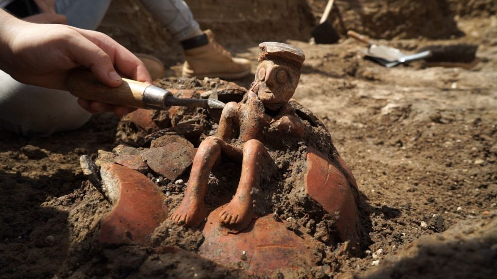 The 3,800 year old jug when it was exposed in the field. (Credit: EYECON Productions, courtesy of the Israel Antiquities Authority)