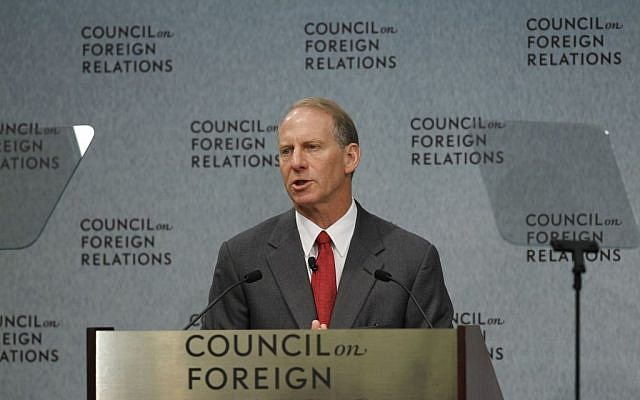 Richard Haass, president of the Council on Foreign Relations, introduces Secretary of State Hillary Rodham Clinton in Washington on Wednesday, Sept. 8, 2010 (Alex Brandon/AP)