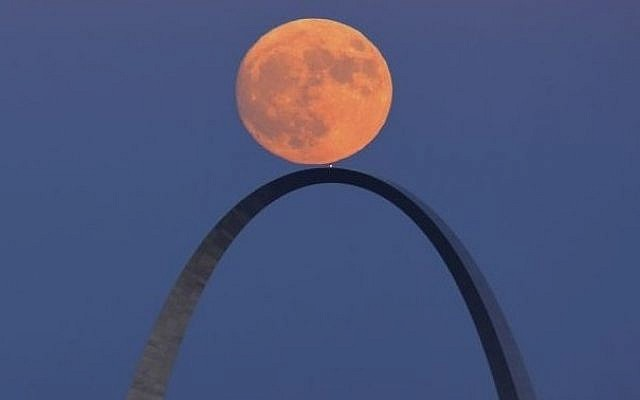 The moon rises over the Arch in St. Louis, as seen from the Compton Hill Water Tower on Sunday, Nov. 13, 2016. The supermoon on November 14, 2016, is the closest a full moon has been to Earth since January 26, 1948.  (David Carson/St. Louis Post-Dispatch via AP)