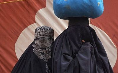 Pakistan women clad in traditional burqa, file photo (AP Photo/Muhammad Sajjad)