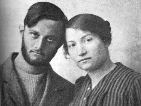 Sarah Aaronsohn with Avshalom Feinberg, 1916. (Public domain)