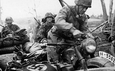 Waffen SS soldiers. (CC BY-SA 3.0 Bundesarchiv, Bild 101III-Wiegand-117-02 / Wiegand/ Wikipedia)