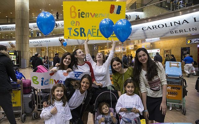 French Jews arriving at Ben Gurion Airport in Israel, November 2, 2016. (JTA/IFCJ)