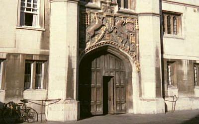 The great gate at Christ's College, Cambridge, UK. (CC BT-SA 2.5/Stuart Edwards/Wikimedia)