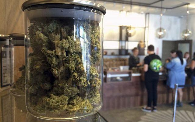 Customers buy products at the Harvest Medical Marijuana Dispensary in San Francisco, California, April 20, 2016. (AP/Haven Daley)