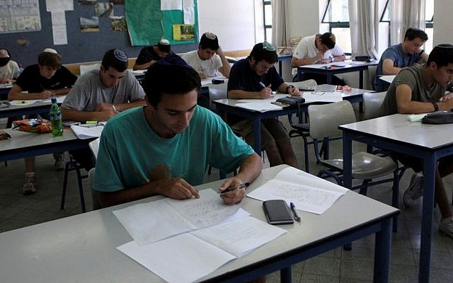 Students in Hartman secondary school in Jerusalem  taking their matriculation exams in mathematics. May 25, 2010. (Yossi Zamir/Flash 90)