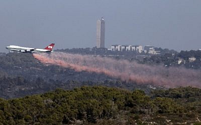 The Evergreen Supertanker plane extinguishes a forest fire near the northern city of Haifa, Israel on December 5, 2010. (Abir Sultan/Flash90)