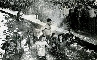The fans of Maccabi celebrate the victory of basketball team Maccabi Tel Aviv and winning the European cup 1977. Moshe Shai/Flash90)