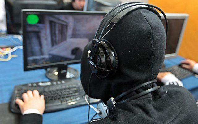 Illustrative: A gamer at a computer. (Dror Garti/Flash90)