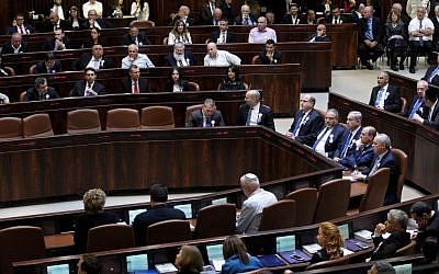 A general view of the plenum hall during a swearing in ceremony for the 20th Knesset on March 31, 2015. (Miriam Alster/Flash90)