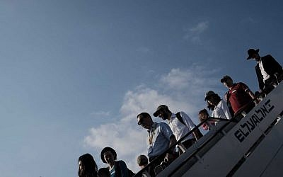 Illustrative: New immigrants to Israel disembarking a plane in Tel Aviv on August 17, 2016. (Tomer Neuberg/Flash90)
