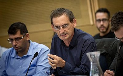 Joint (Arab) List MK Dov Khenin attends a Knesset committee meeting, November 02, 2016. (Miriam Alster/FLASH90)