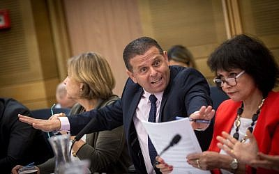 MK Eitan Cabel chairs an emergency meeting of the Knesset Economic Affairs Committee regarding plans to dismantle the new Israel Public Broadcasting Corporation. (Miriam Alster/Flash90)