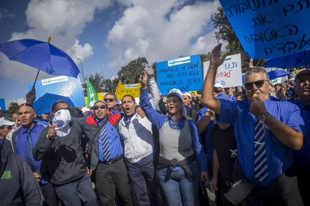 Illustrative: Egged bus company employees protest outside the Finance Ministry in Jerusalem on November 2, 2016 (Yonatan Sindel/Flash90)