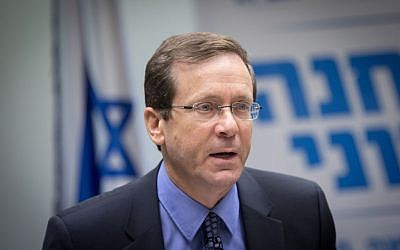 Zionist Union leader Isaac Herzog leads a faction meeting in the Knesset, November 07, 2016. (Miriam Alster/Flash90)