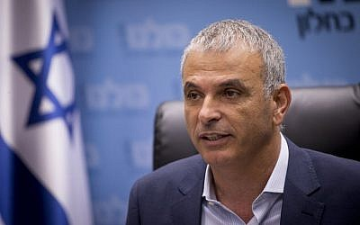 Finance Minister and leader of the Kulanu party Moshe Kahlon leads a faction meeting at the Knesset in Jerusalem, November 7, 2016. (Yonatan Sindel/Flash90)