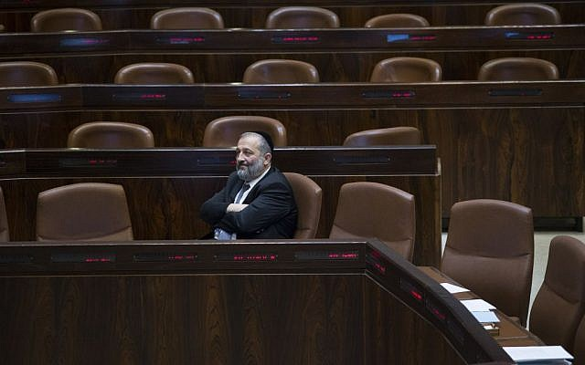 Minister of Interior Affairs Aryeh Deri before Ministers Question Time at the Knesset, November 7, 2016. (Yonatan Sindel/Flash90)