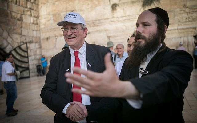 Marc Zell, the head of Republicans Overseas Israel branch, visits at the Western Wall in Jerusalem Old City on November 9, 2016, (Yonatan Sindel/Flash90)