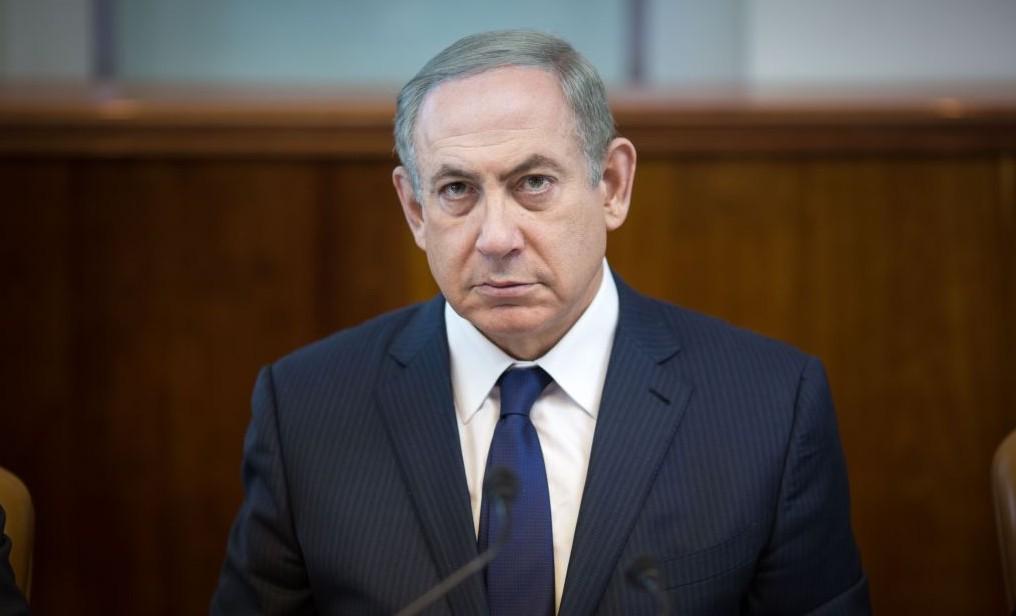Prime Minister Benjamin Netanyahu leads the weekly cabinet meeting at his office in Jerusalem on November 13, 2016. (Emil Salman/POOL)