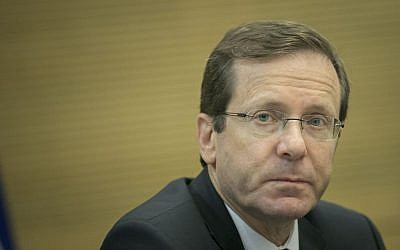 Zionist Union leader MK Isaac Herzog at a meeting at the Knesset, November 13, 2016. (Yonatan Sindel/Flash90)