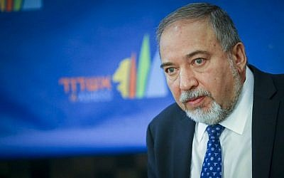 Defense Minister Avigdor Liberman attends at an event in Ashdod, November 17, 2016. (Flash90)
