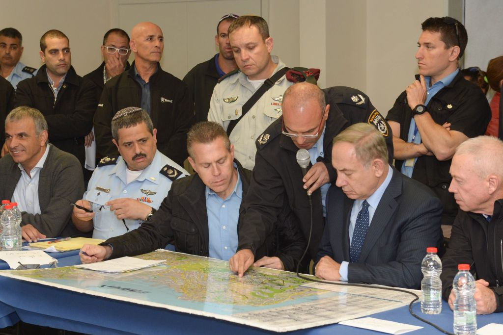 Prime Minister Benjamin Netanyahu, Minister of Public Security Gilad Erdan, police chief Roni Alsheich, Minister of Construction Yoav Galant and Minister of Interior Aryeh Deri during a briefing in Haifa, where a major fire was raging, November 24, 2016. (Amos Ben Gershom/GPO)