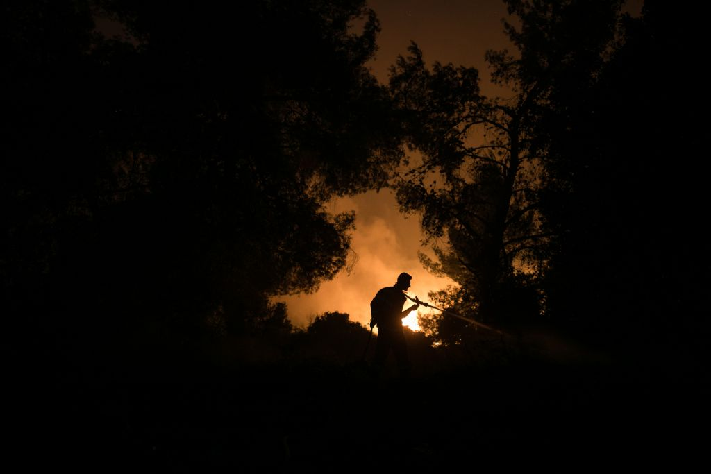 Fire fighters try to extinguish a fire at Nataf, outside of Jerusalem, on November 25, 2016. (Yonatan Sindel/Flash90)