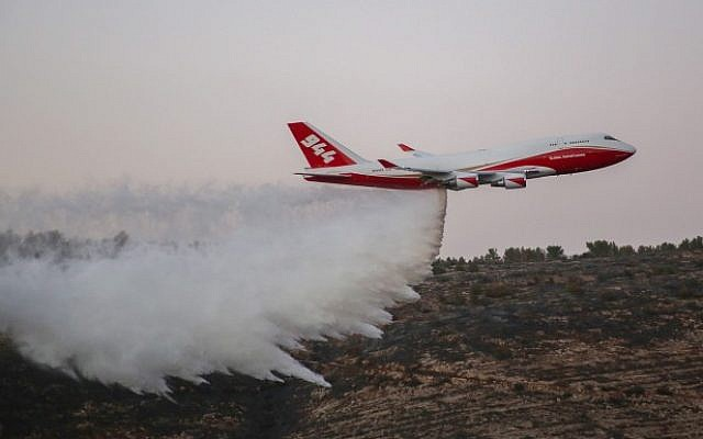 The 747 Supertanker helps to extinguish a forest fire which broke out near Nataf, outside Jerusalem on November 26, 2016. (Hadas Parush/Flash90)