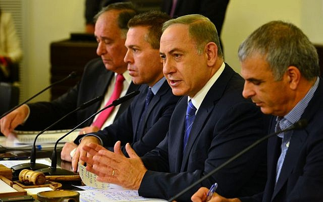 Prime Minister Benjamin Netanyahu, second right, leads the weekly cabinet meeting at the Haifa municipality, on November 27, 2016. (Kobi Gideon / GPO)