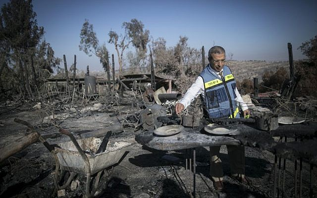 A state official inspects the damage at the remains of Nafat restuarant Rama's Kitchen following a wildfire, on November 28, 2016. (Photo by Yonatan Sindel/Flash90)
