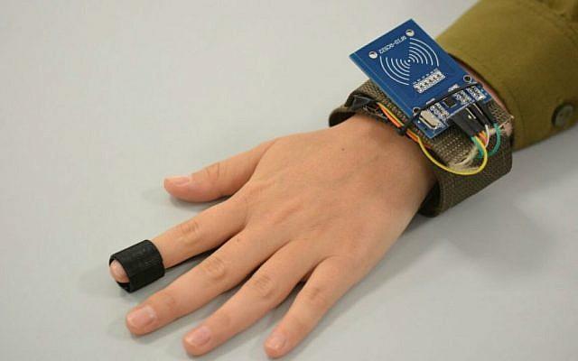 IDF's digital bracelet developed by cadets (Courtesy IDF Spokesperson Unit)