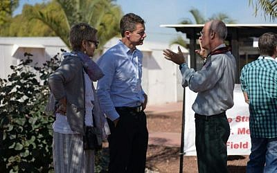 Head of the World Health Organization's delegation, Dr. Ian Norton, center and Dr. Dorit Nitzan, the WHO's representative in Israel, left, speak with the head of the IDF Medical Corps, Brig. Gen. Dr. Dudu Dagan in the unit's base in Ramat Gan, outside of Tel Aviv, on November 9, 2016. (IDF Spokesperson's Unit)