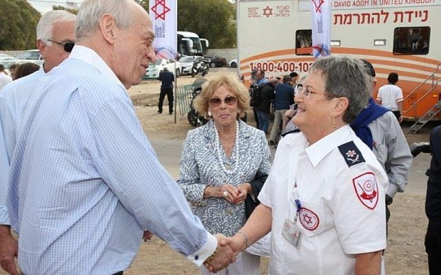 Prof. Eilat Shinar, right, shakes hands with a donor at a cornerstone-laying ceremony for the Magen David Adom emergency service's new blood bank in Ramle on November 16, 2016. (Magen David Adom)