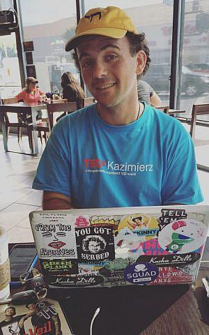 Kosha Dillz at his regular haunt, the Starbucks in Pico-Robertson. (Madison Margolin/Times of Israel)