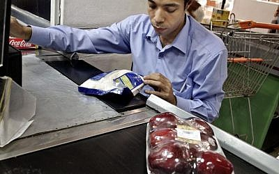 A cashier punches in the price of a bag of sugar at a supermarket in Cairo, Egypt, November 2, 2016. (AP Photo/Nariman El-Mofty)
