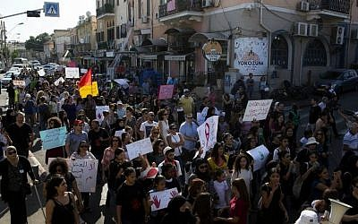 Israeli Arab women hold signs during a demonstration in Jaffa, Israel after a string of murders of Israeli-Arab women by suspected relatives, Friday, October 28, 2016. (AP Photo/Sebastian Scheiner)