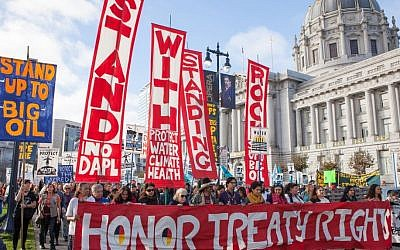 Solidarity protest against the Dakota Access Pipleline near Standing Rock Indian Reservation in San Francisco, California, on November 15, 2016. (CC-BY-SA/Pax Ahimsa Gethen/Wikimedia Commons)