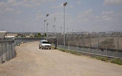 Photo of a fence along US-Mexico border. (Wikimedia Commons)