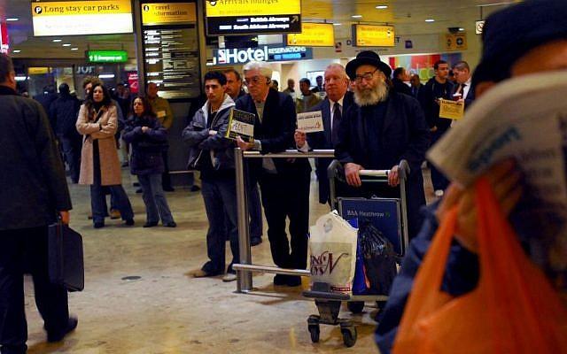 The arrival hall at London's Heathrow Airport, February 2007. (Gili Yaari/Flash90.)