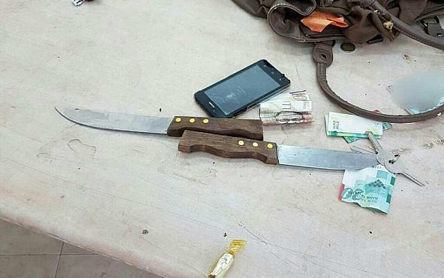 Two knives found in bag of Palestinian woman planning on carrying out stabbing attack at Cave of the Patriarchs November 1, 2016