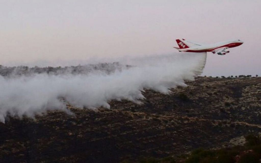 The 747 Supertanker helps to extinguish a forest fire which broke out near Nataf, outside Jerusalem on November 26, 2016. (Israel Police)
