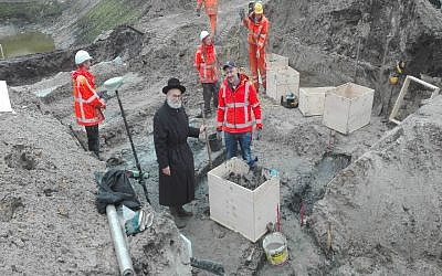 Dutch Chief Rabbi Binyomin Jacobs supervises the removal of human remains from the former Jewish cemetery of Winchoten in the Netherlands on Nov. 6, 2016. (Courtesy/Rabbi Binyomin Jacobs via JTA)