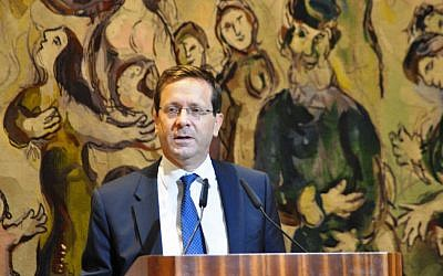 Opposition Leader Isaac Herzog addresses Jewish leaders from around the world at the Knesset on November 1, 2016 (credit: Nathan Roi/Jewish Agency for Israel)