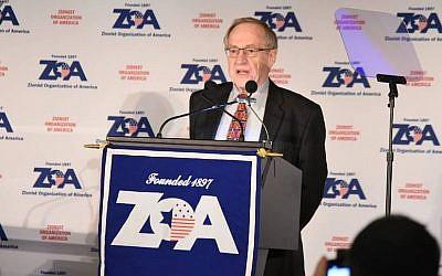 Alan Dershowitz speaking at the Zionist Organization of America dinner in New York City, Nov. 20, 2016. (ZOA/Facebook)