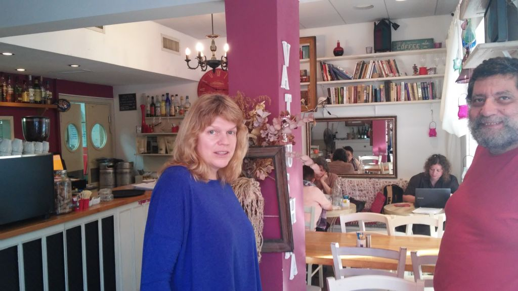 Elena Kalujskaya speaks to a customer at her Cafe, Vatrushka, November 9, 2016 (Simona Weinglass/Times of Israel)