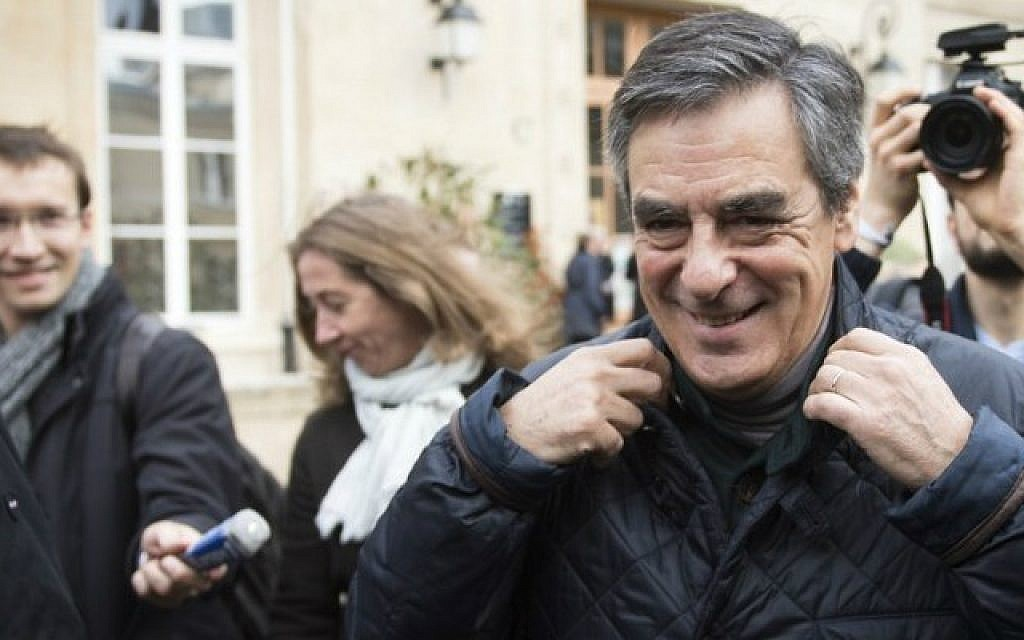 Francois Fillon, candidate in the center-right Les Republicains party primaries and former French prime minister, at a polling station on November 20, 2016 in Paris. (AFP Photo/Martin Bureau)