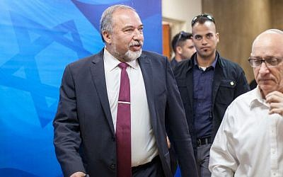 Defense Minister Avigdor Liberman arrives at the weekly government meeting, November 20, 2016. Photo by Emil Salman/POOL